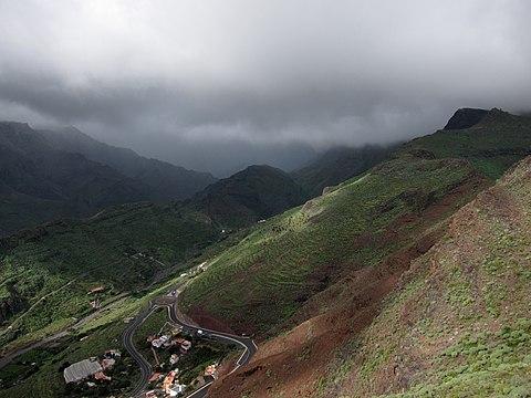 On hiking trail northward from San Sebastian