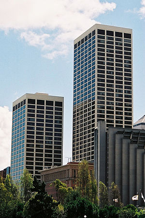 One Market Plaza - One Market Plaza: Steuart Tower (left), Southern Pacific Building (center), and Spear Tower (right)