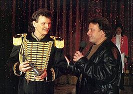 Herman Renz (links) ontvangt de Oscar Carré Trofee in 1995.