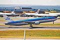 PH-BZB B767-306ER KLM LHR 15AUG00 (6762970463).jpg