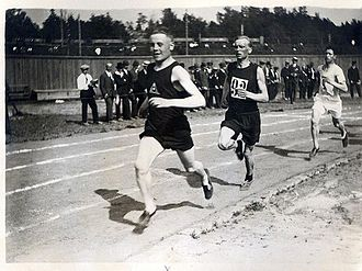 Elias Katz - Katz (right) behind Paavo Nurmi and Oskari Rissanen in 1920