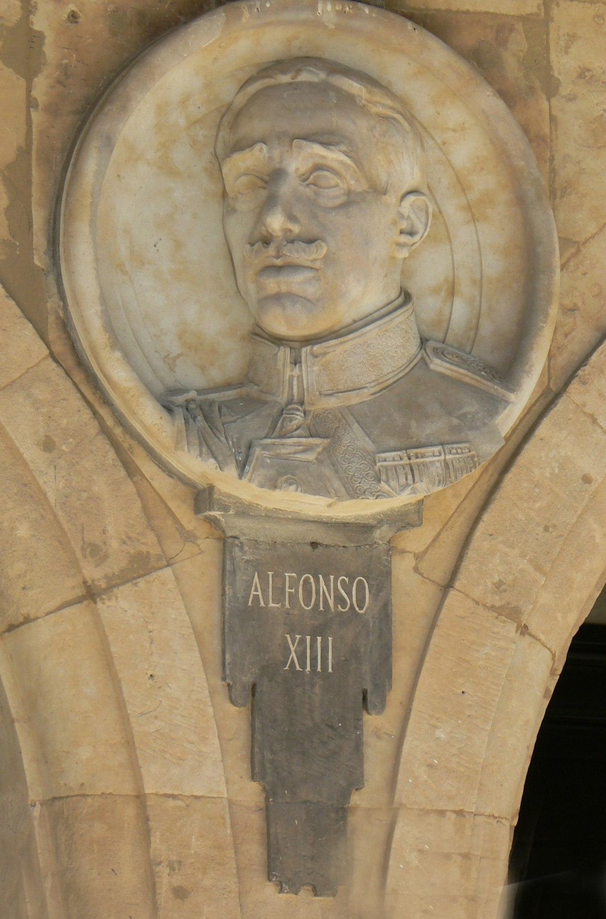 Pabellón Consistorial medallón 19 Alfonso XIII.JPG