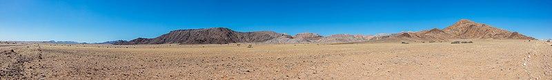 Paisaje en el parque nacional de Namib-Naukluft, Namibia, 2018-08-05, DD 74-81 PAN.jpg