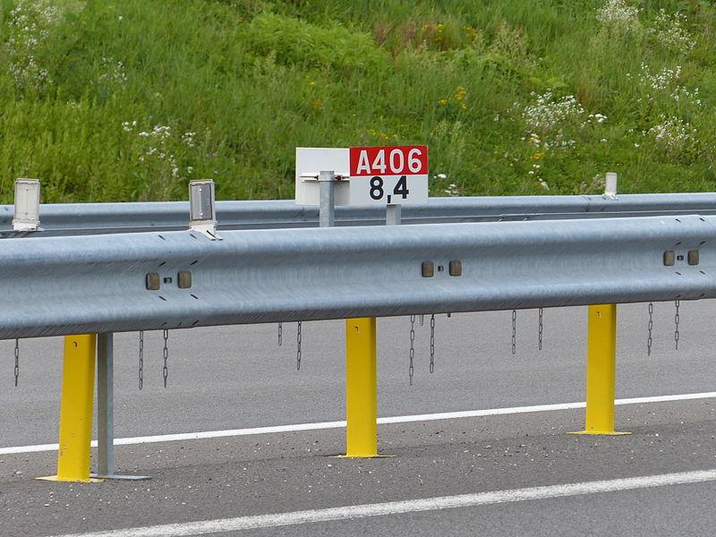 Panneau E52c sur l'A406, France