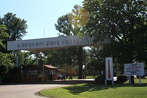 English: Main entrance of the Mississippi Stat...