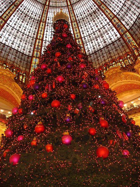 Fichier:Paris-Galeries Lafayettes-Sapin de noel-2005-11-28.JPG
