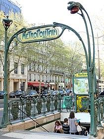 Paris 16 - Edicule Guimard Station Boissière -1.JPG