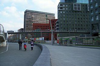 Zubizuri - Isozaki footway, installed next to Zubizuri.