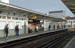 Peckham Rye railway station MMB 03.jpg