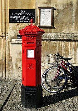Penfold post box on King's Parade, Cambridge.jpg