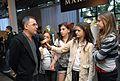 Pequenas blogueiras no Repórter por um dia @ São Paulo Fashion Week em Junho de 2011.jpg
