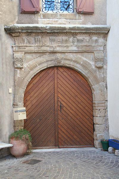Péret (Hérault) - porte ancienne.