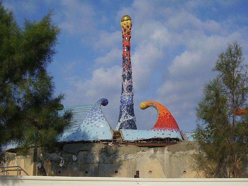 פסל של רוסלן סרגייב בטיילת החוף הדרומית בנתניה