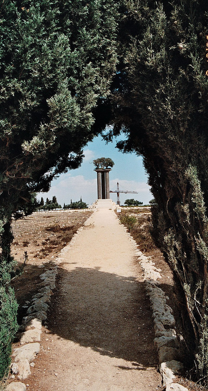 עמודי הזית פסל סביבתי