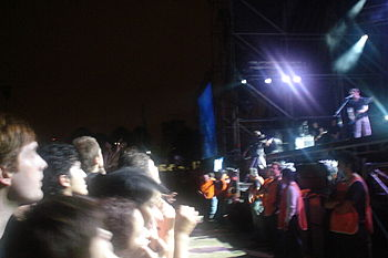 Placebo performing at opening night%2C 2007 at Quilmes Rock