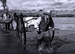 reenactment pioneers crossing the platte river from pbs documentary sweetwater rescue