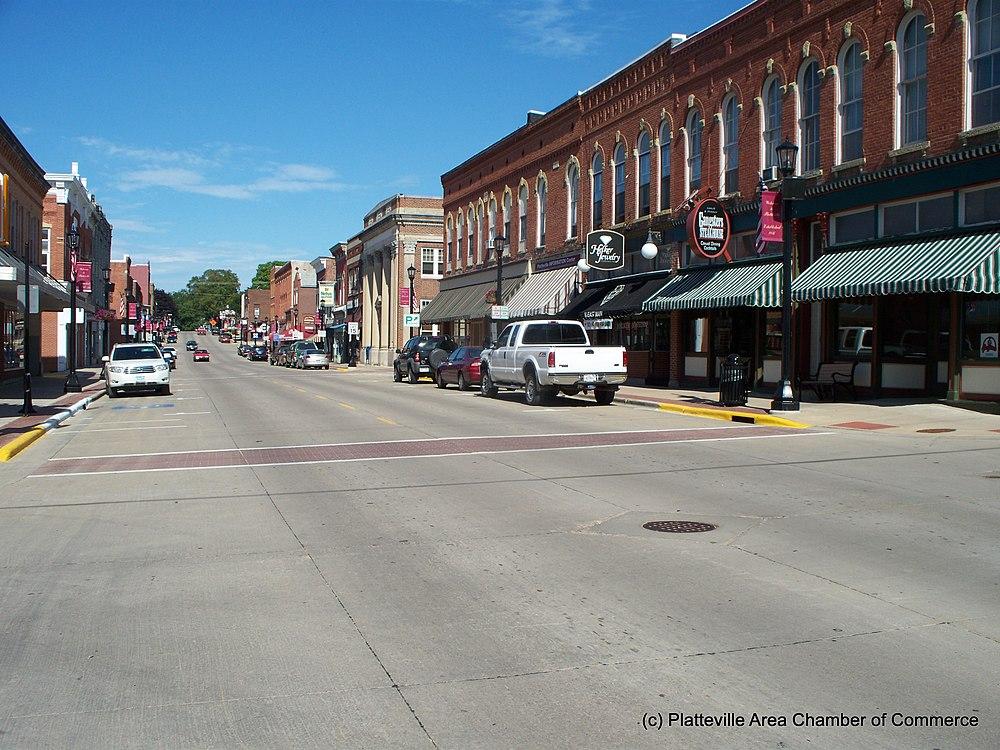 The population density of Platteville in Wisconsin is 696.71 people per square kilometer (1804.5 / sq mi)