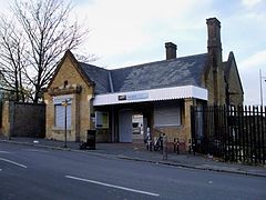 Plumstead station building.JPG