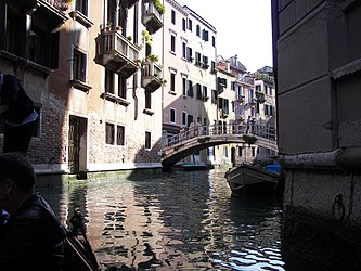 Ponte Goldoni 2.jpg