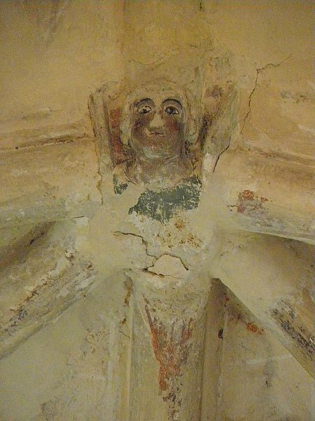 Église Saint-Denis de Pontigné (49). Intérieur. Voûtes du chœur. Clef secondaire. Tête d'ange.
