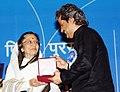 Pratibha Devisingh Patil presenting the Rajat Kamal Award to Shri Vishal Bhardwaj for the Best Music Direction -Songs (Ishqiya), at the 58th National Film Awards function, in New Delhi on September 09, 2011.jpg
