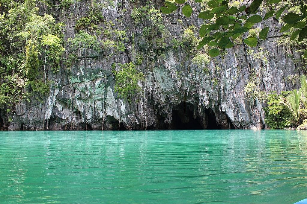 https://upload.wikimedia.org/wikipedia/commons/thumb/9/98/Puerto_Princesa_Underground_River_27.jpg/1024px-Puerto_Princesa_Underground_River_27.jpg