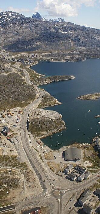 Qinngorput - Aerial view of the road to Qinngorput