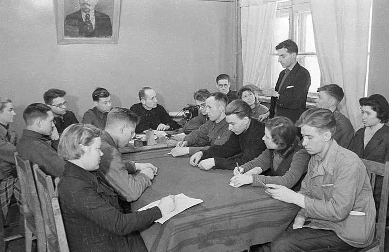 File:RIAN archive 25358 Komsomol meeting.jpg