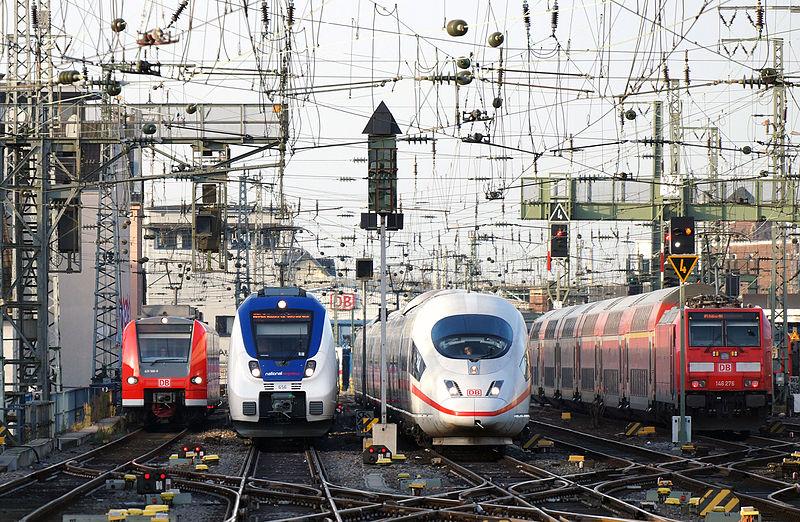 Datei:Railway traffic Köln Hauptbahnhof 2015-12-17-01.JPG