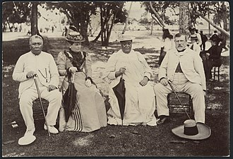 History of the Cook Islands - Image: Rarotongan monarchs with Seddon 1900