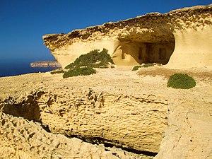 Ras il-Wardija - Rock-hewn chamber at Ras il-Wardija