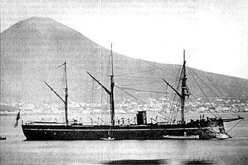 La Regina Maria Pia fotografata alla boa a Napoli, nel 1864
