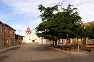 Tierra de La Bañeza - Regueras de Arriba church square.