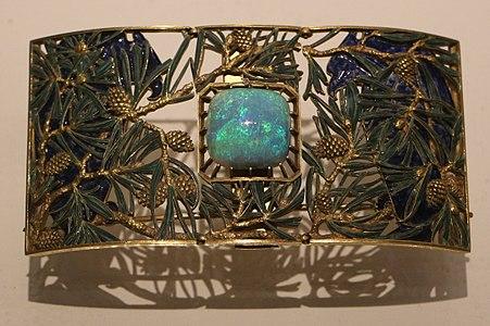 René lailique, placca da collare aquila e pini, oro, smalti, opali, 1899-1901