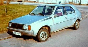 Renault 14 - Launched in October 1979, 1980 models featured repositioned direction indicators