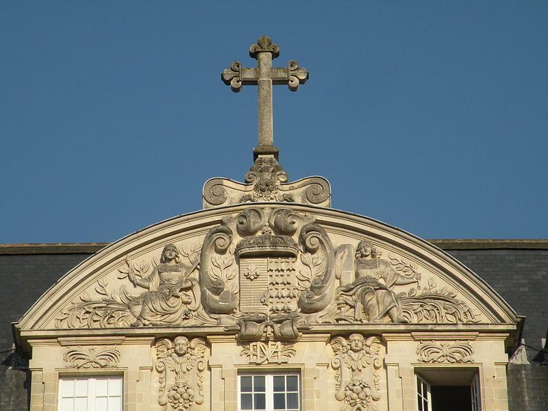Fichier:Rennes Palais Saint-Georges fronton.jpg