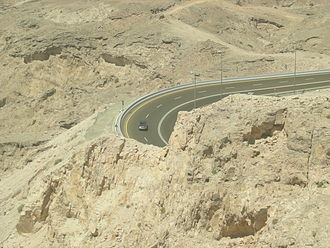 Jebel Hafeet - Road leading to the mountain