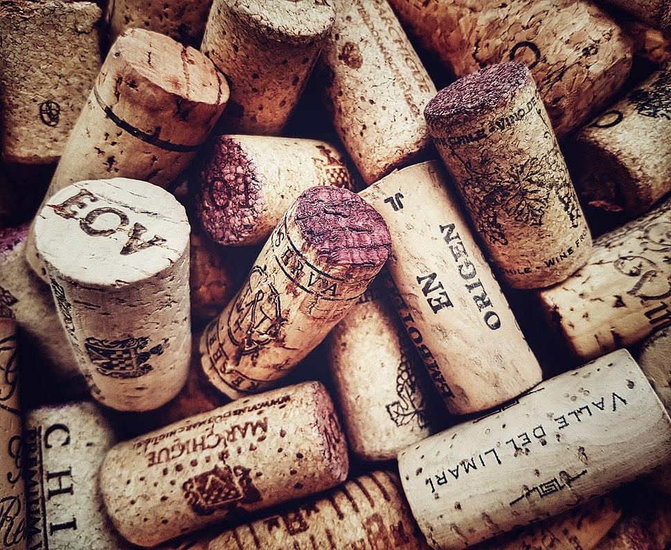 Rolhas de Corti%C3%A7a Natural - Cork stopper for a wine bottle