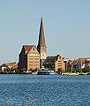 Rostock nördl Altstadt Speicher und Petrikirche2.jpg
