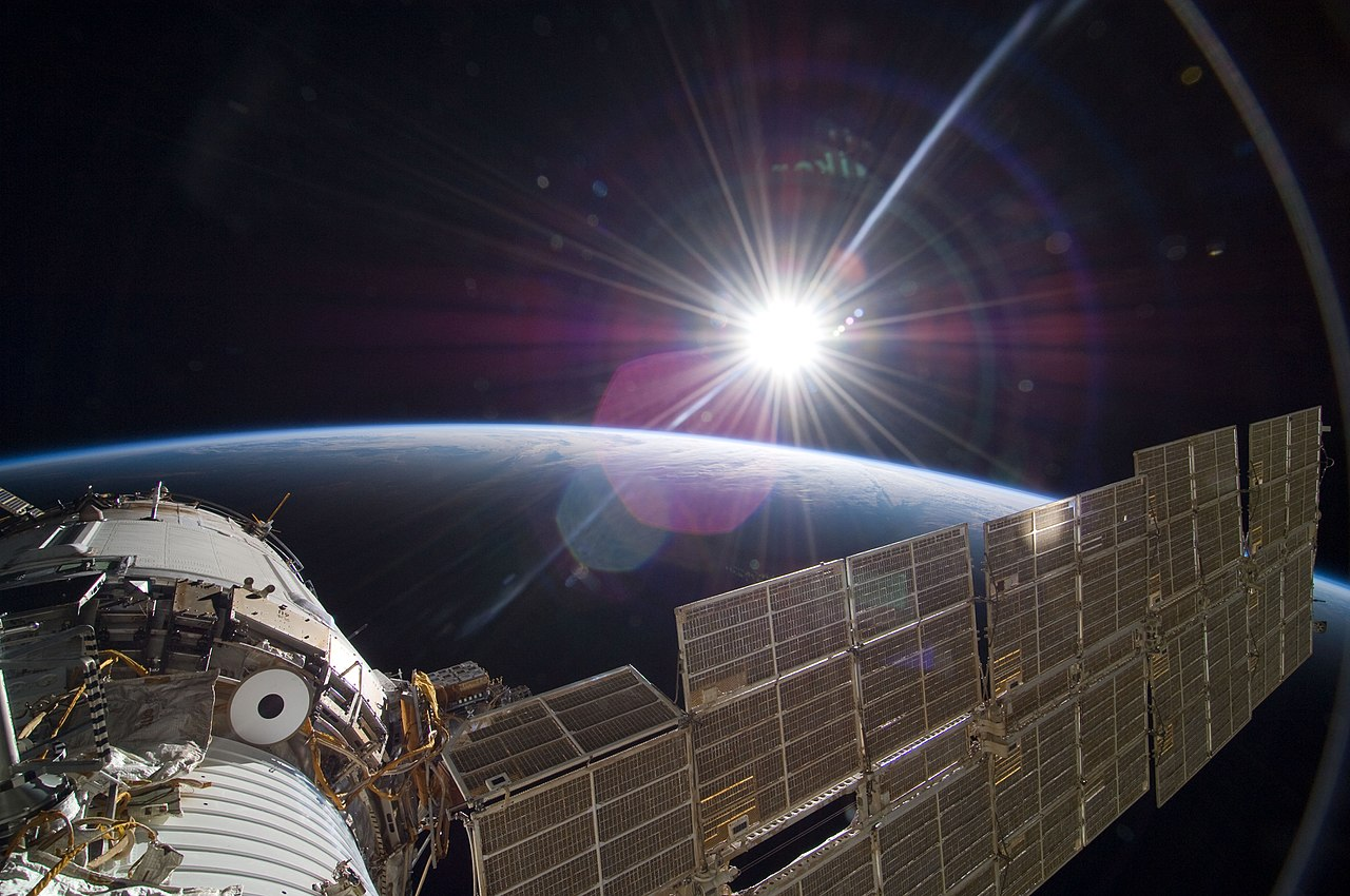 1280px-STS-129_Zvezda_sunrise.jpg