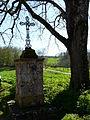 Saint-Avit-de-Vialard croix à côté église.JPG