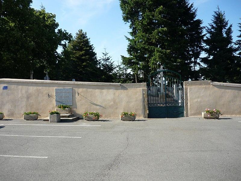 Entrée du cimetière de Saint-Cyr-le-Châtoux, dans le département du Rhône