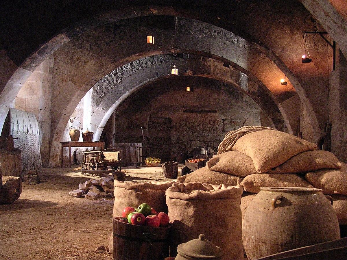 Résultats de recherche d'images pour «entassé dans les greniers la nourriture»