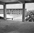 Schoolgebouw in aanbouw bij Paramaribo, Bestanddeelnr 252-2232.jpg