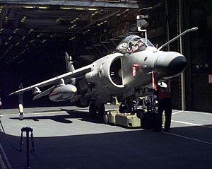 軽空母「イラストリアス」艦内のシーハリアー FA.2