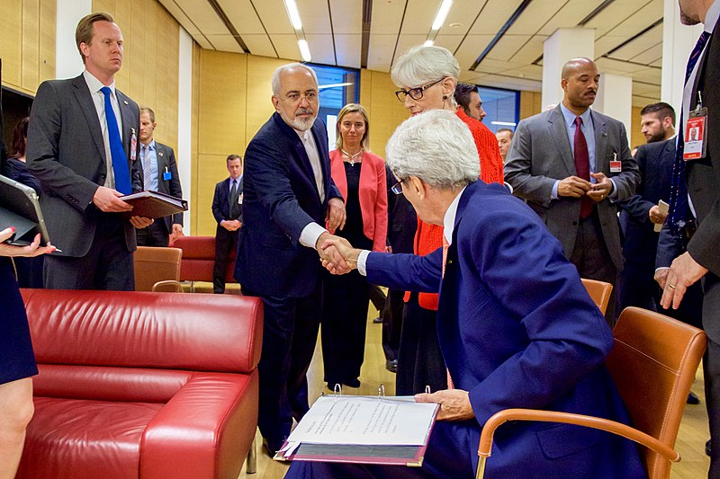 Secretary Kerry shakes hands with minister Zarif.jpg