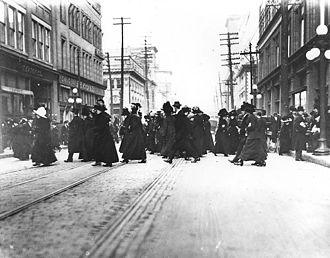Queen Street West - Shoppers crossing Queen Street West in 1910