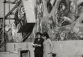 Silvio Benedetto con Luisa Racanelli davanti al suo murales del Casino de la Selva 1967.png