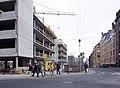 Simonkatu 12, 10, Vasemmalla rakenteilla oleva Scandic Hotel Simonkenttä (Simonkatu 9) - D724a - hkm.HKMS000005-0000128g.jpg