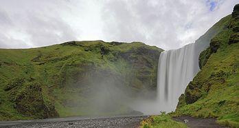 Skógafoss, uma queda de água no rio Skógaá, sul da Islândia. (definição 4238×2265)